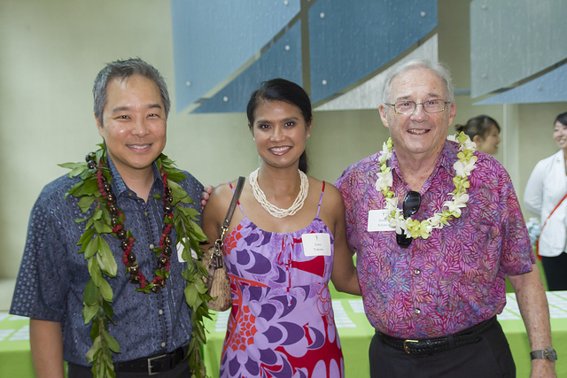 Dr. Jayson Takata (JABSOM 1991) and his wife Lisa with Faculty Emeritus Dr. Irwin Schatz, at an alumni reunion event in 2013.