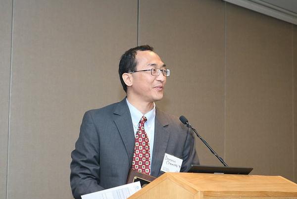 UH professor Dominic Chow is presented Alumni Achievement