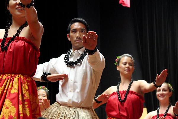 Kinimaka dances kahiko hula