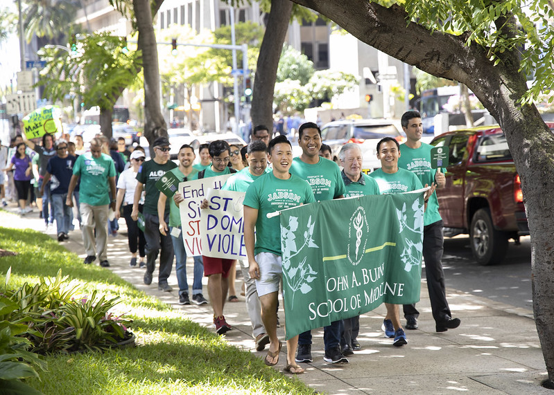 JABSOM group walks at the Menʻs March